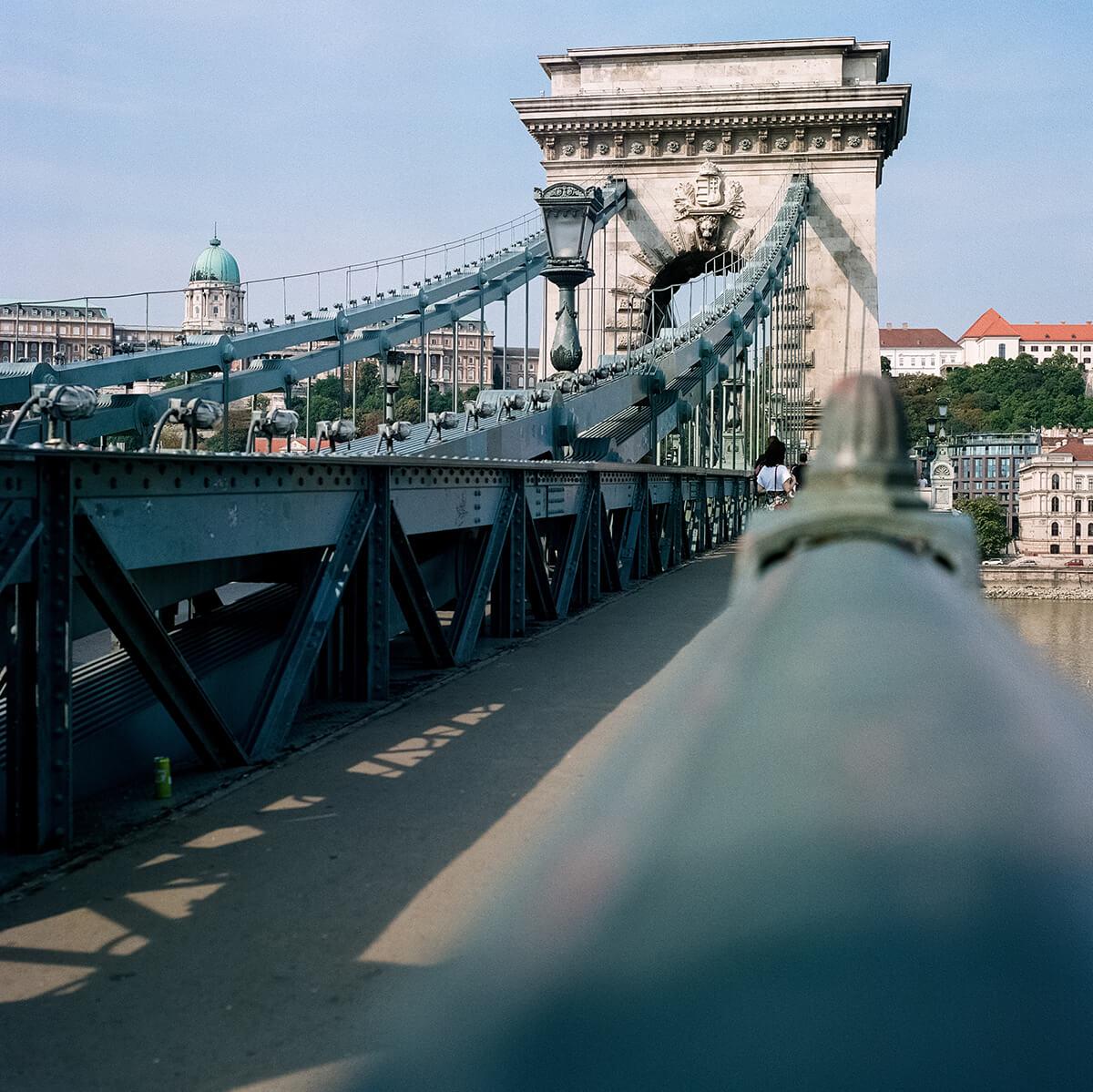 Kettenbrücke Chain Bridge Budapest (c) Lomoherz